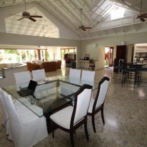 Exzellente Familien-Villa mit schönem Garten und Poolbereich