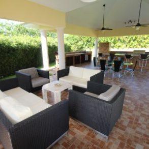 Traumhafte Villa in einer Strandanlage im modernen Stil