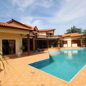 Exklusive Villa mit 5 Schlafzimmern in einer Anlage mit Meerblick