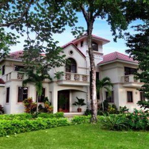 Schoen gelegene Villa mit Meerblick nur 300 meter zum Strand